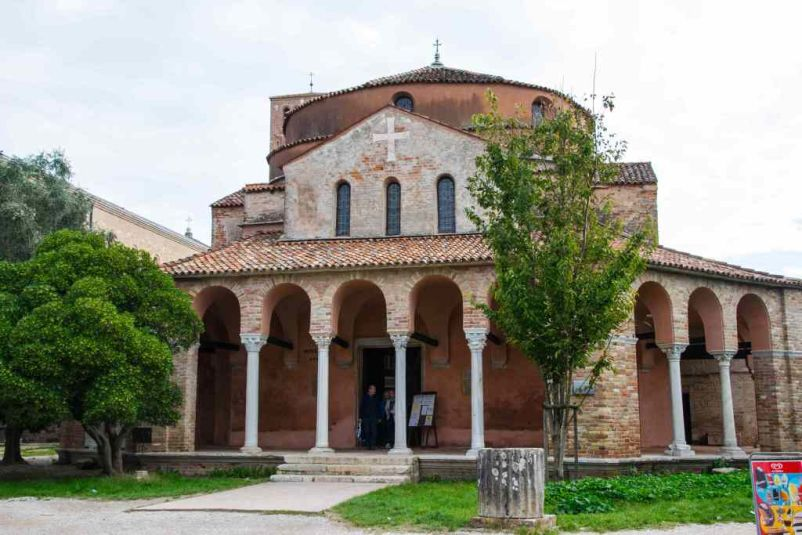 chiesa con cupola circolare a torcello