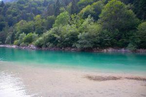 i colori cangianti del lago