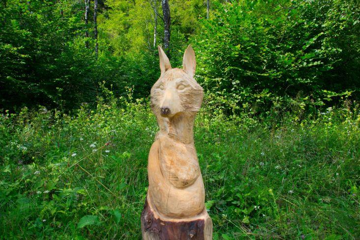 statua del lupo nella val Canzoi