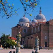 immagine di padova antica città d'acqua da prato della valle alla basilica del santo