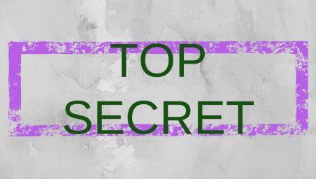 Scritta top secret su sfondo grigio per l'articolo sui segreti del viaggiatore low cost