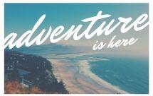 foto di spiaggia dall'alto, mare mosso e scritta adventure is here