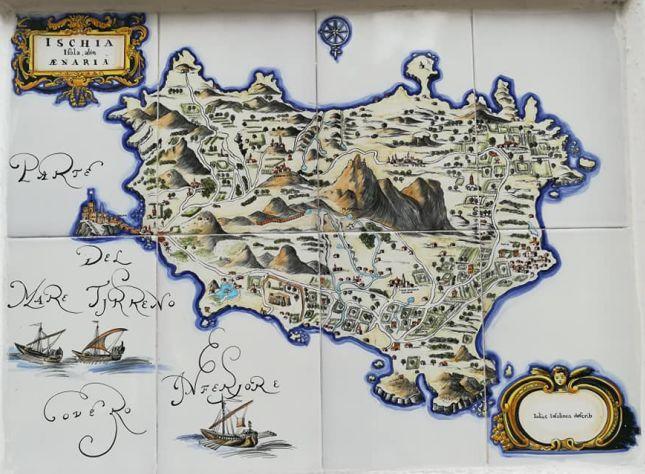 Ceramica con cartina isola di ischia