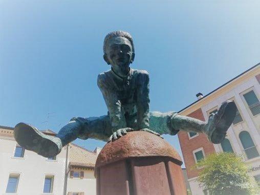 Statua di Ippolito Nievo a Soave