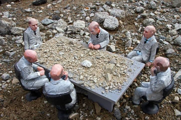 Cement eclipses - opere di Isaac Cordal -