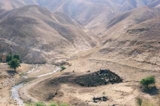 Restos de un campamento beduino en el desierto de Jericó