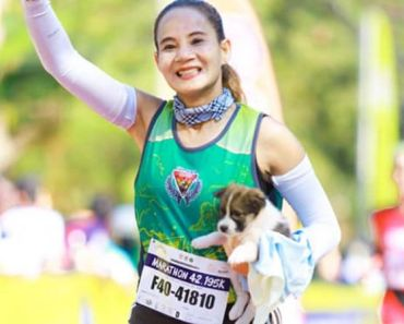 Runner Rescues Puppy During Marathon and Carries Her 19 Miles To The Finish Line