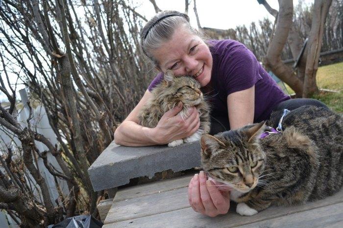 カルガリーのクリスタルさんと猫の写真