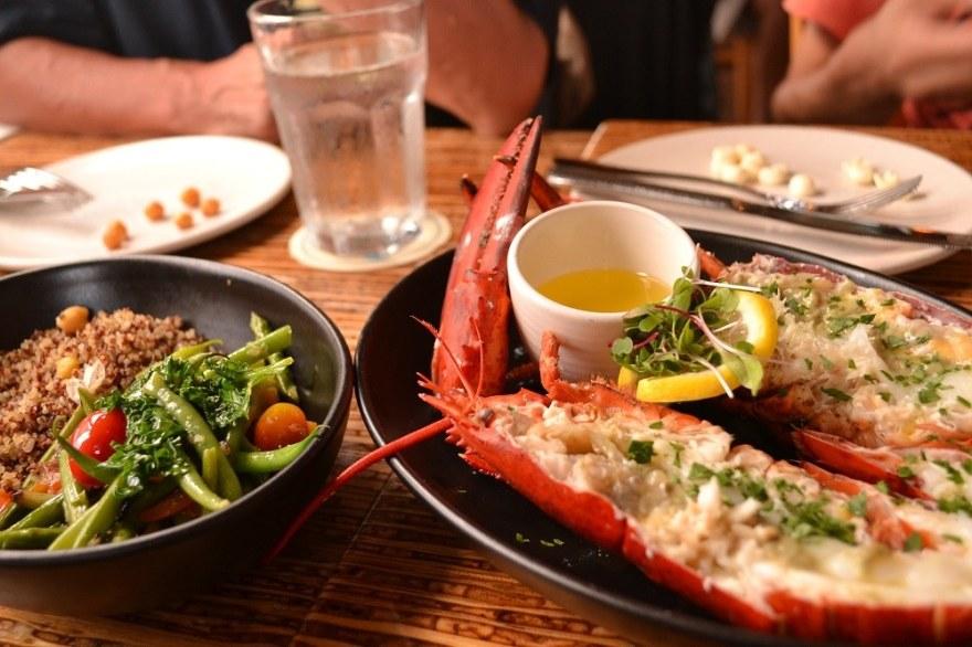 マウイ島HONUレストランの料理の写真