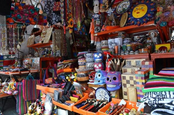 メキシコプエブラのお土産市場の商品の写真