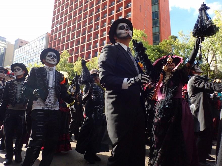メキシコシティ死者の日のパレードの写真
