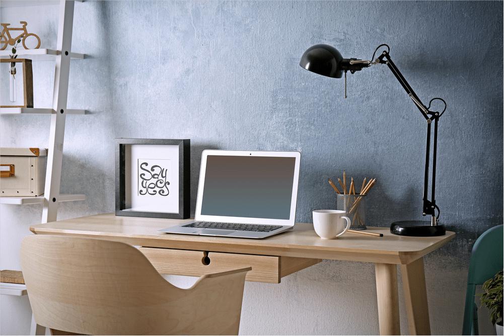 Mesa limpa com luminária