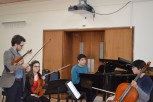 Nathaniel of the Piatti Quartet working with the students on the Shostakovich Trio © Hattie Rayfield