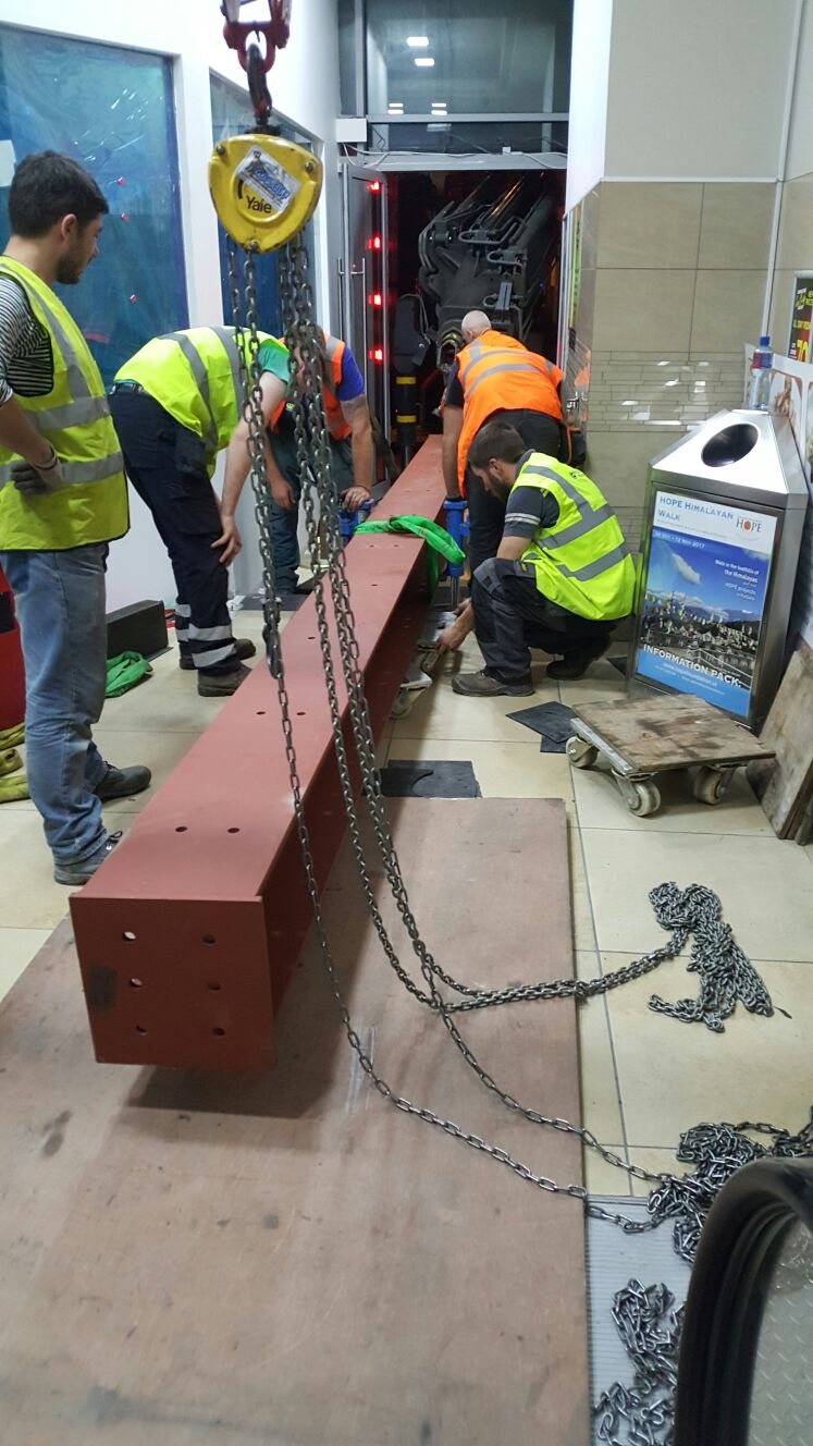 4b - Steel being prepared for rigging