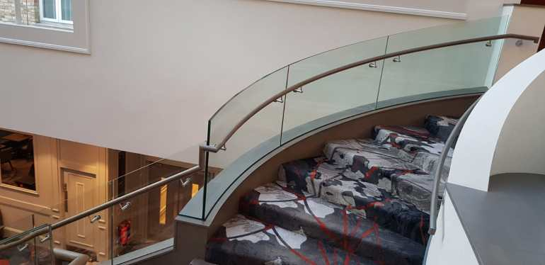 Rising curved glass balustrade
