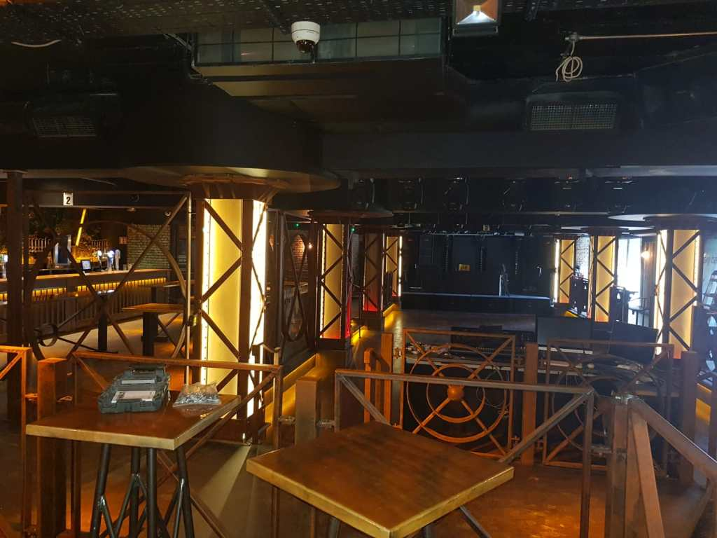 Tables, screen, balustrades