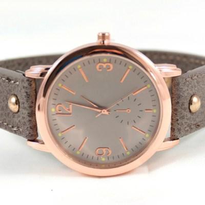 taupe horloge met rose kleurig kastje