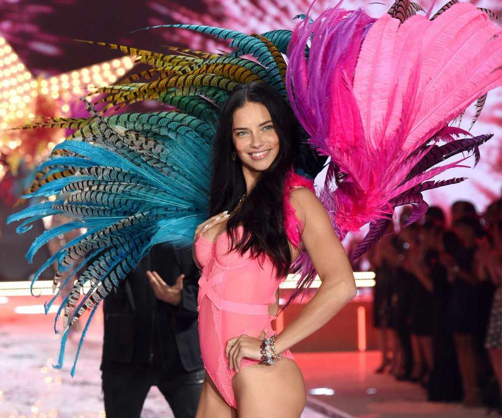Adriana Lima lors d'un défilé de Victoria's secret