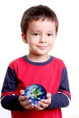 boy holding globe_123rfp
