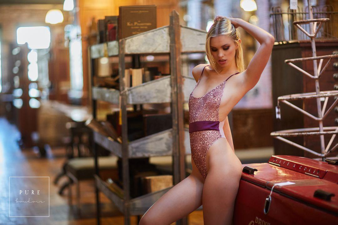 sexy boudoir photo shoot in chicago
