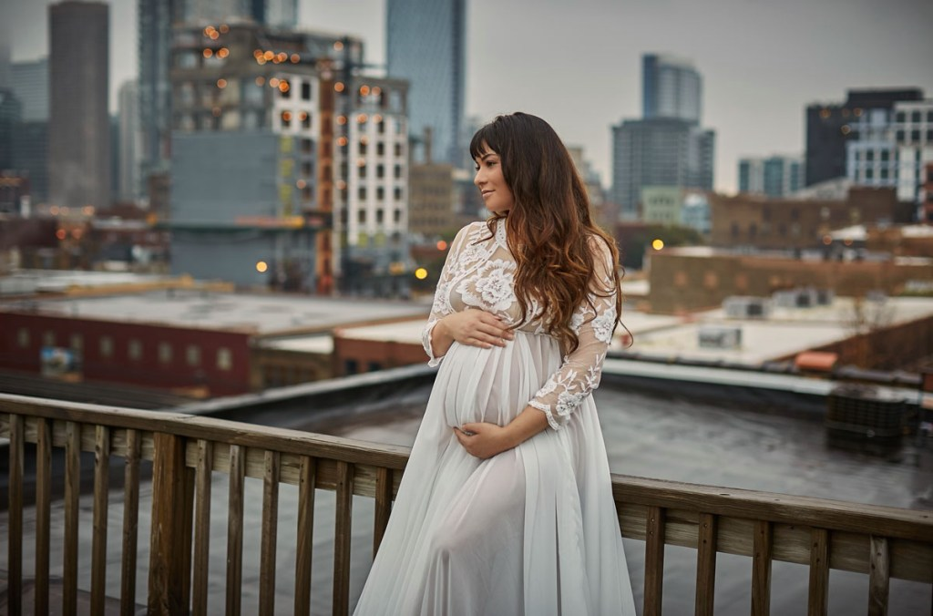 chicago maternity outdoor 1 - Maternity Sister of Boudoir. Intimate Photography during Pregnancy.