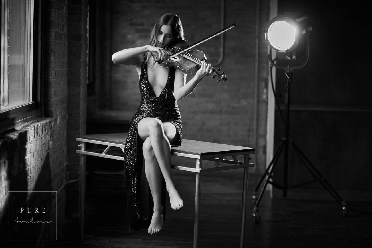 Sensual and classy boudoir session