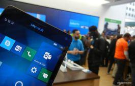 Lumia 950 running Windows 10 Mobile in the Microsoft Store
