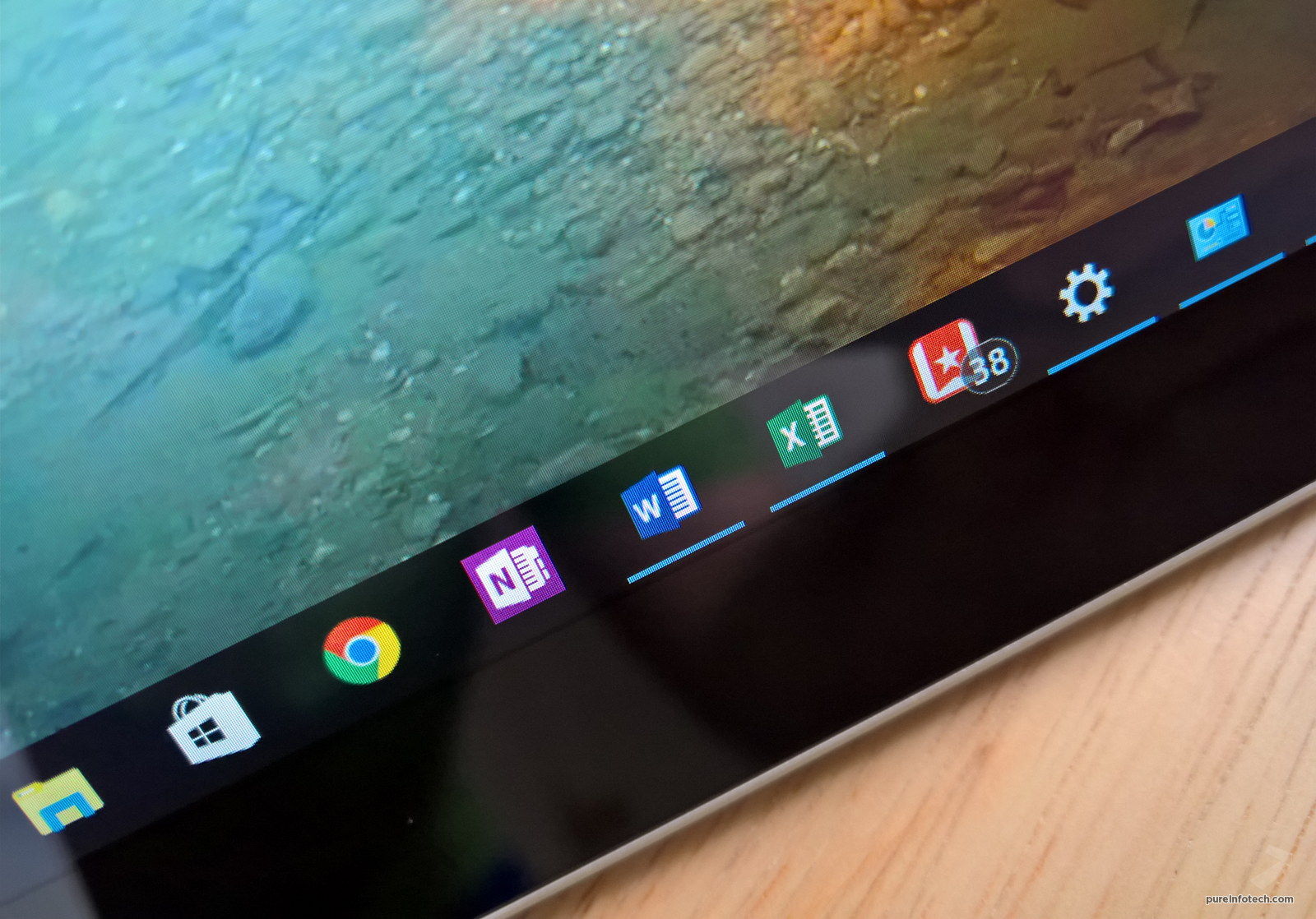 Microsoft Office apps pinned on the taskbar