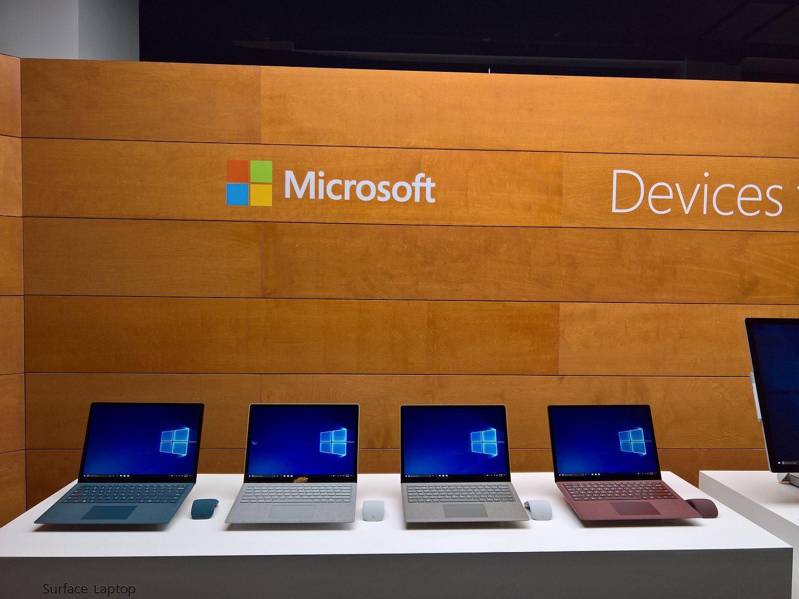 Surface Laptop (Group)