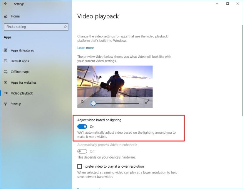 Adjust video based on lighting option on Windows 10