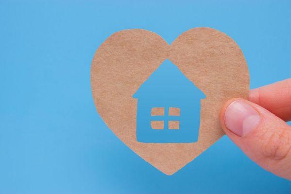 Afbeelding hart met huisje voor de dag van de thuiszorg
