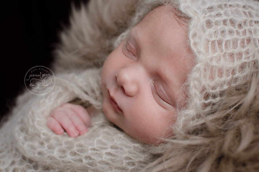 swaddled-baby-mohair-wrap-bonnet-fur-gatineau-ottawa-newborn-photographer_STF9495