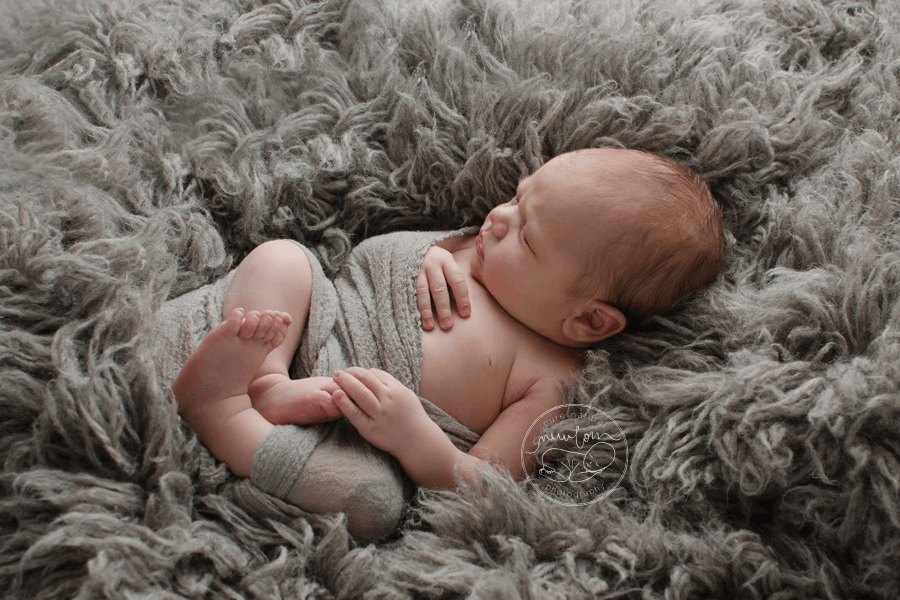 logan-newborn-photos-grey-flokati-dewdrops-inspired-dolly-priss-wrap-baby-picture_STF8483