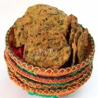 Crispy Masala Palak Poori / Spinach Flatbread (step by step)