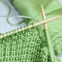 Free knitting lessons, learn to knit online with Liz @PurlsAndPixels