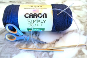 Knitting materials for beginners to make a simple knit scarf, recommended by Liz @ PurlsAndPixels