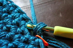 Chunky crochet pattern by PurlsAndPixels