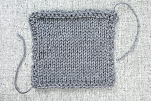 Learn to Knit: How to Make a Gauge Swatch, tutorial from Liz @PurlsAndPixels