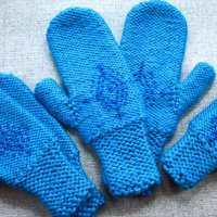 Anna's Frozen Mittens knit by PurlsAndPixels