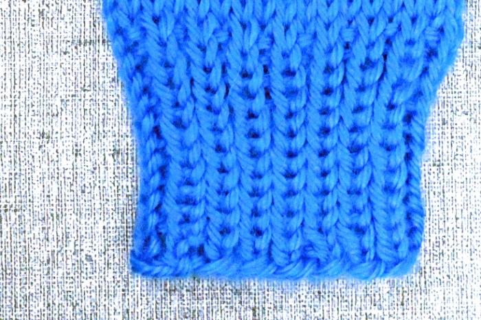 Knot off knitting to bind off a knitted piece, free knitting guide from PurlsAndPixels