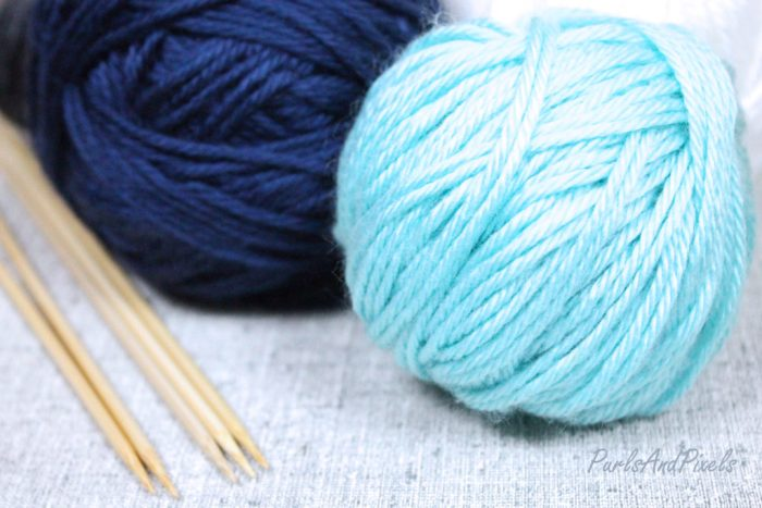 How to wind a center pull ball of yarn with just your hands, from Liz @PurlsAndPixels