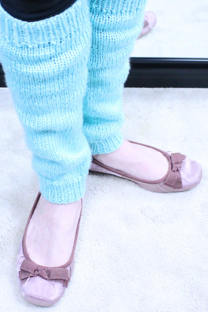Leg warmers, DIY knitting pattern in all sizes from Liz Chandler @purlsandpixels