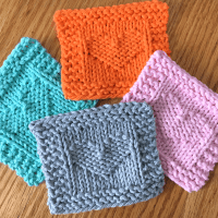 Heart face scrubby free knitting pattern from Liz @PurlsAndPixels