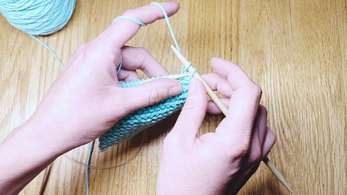 Step 2: Learn to take knit stitches off needles with a standard bind off, a knitting lesson from Liz @PurlsAndPixels.