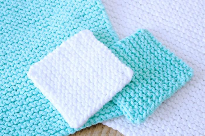 Free Beginner Face Scrubby knitting pattern by Liz @PurlsAndPixels.