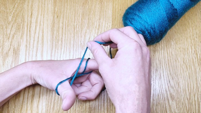 Step 5: Learn to wind a center-pull yarn ball with just your hands in this lesson with Liz @PurlsAndPixels.