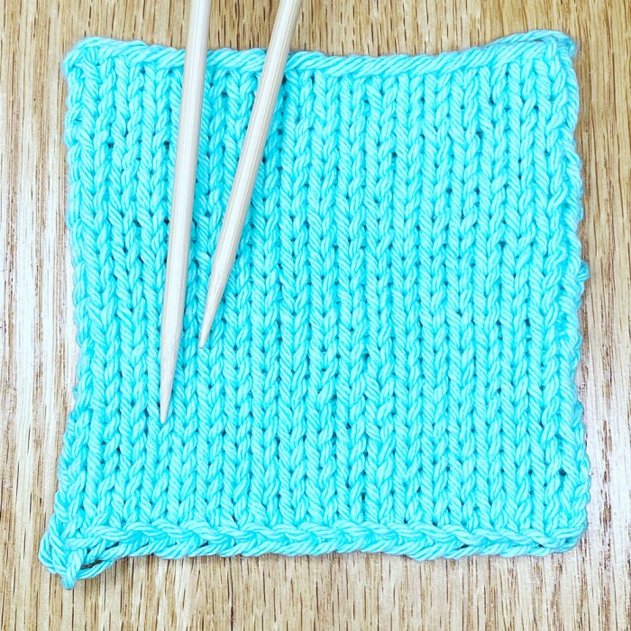 Simple gauge swatch knitting pattern example - a lesson from Liz @PurlsAndPixels.