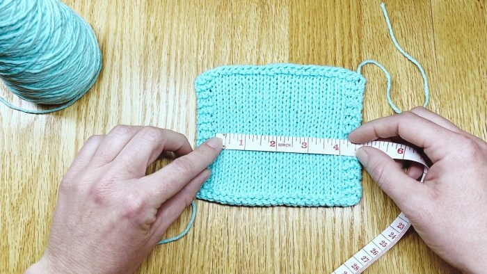 Measure a bordered gauge swatch step 2 - a knitting lesson with Liz @PurlsAndPixels.