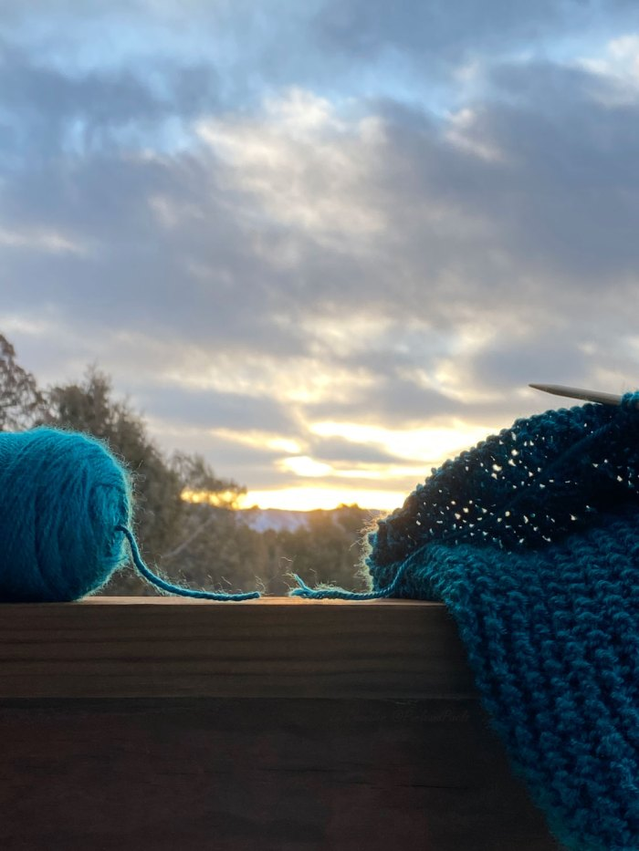 """Learn how to add more yarn in the middle of a knitting project by making a """"magic knot"""" in this free lesson with Liz @PurlsAndPixels."""
