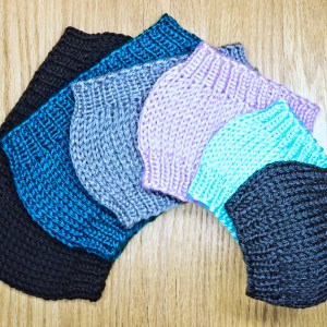 Learn to knit basic ear warmer headbands in this knitting pattern by Liz Chandler @PurlsAndPixels.